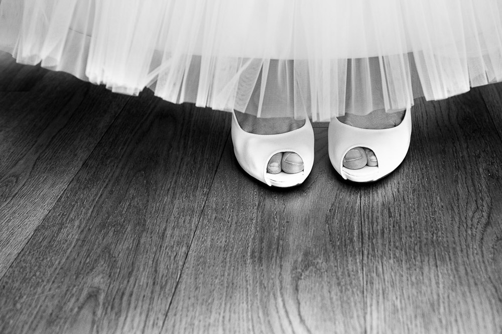 Italian wedding photographers, portfolio, Countryside wedding, bride's shoes