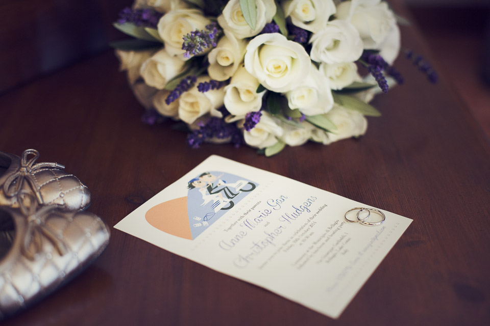 AnneMarie and Christopher intimate wedding on Lake Como. Wedding rings, bouquet and wedding invitation card