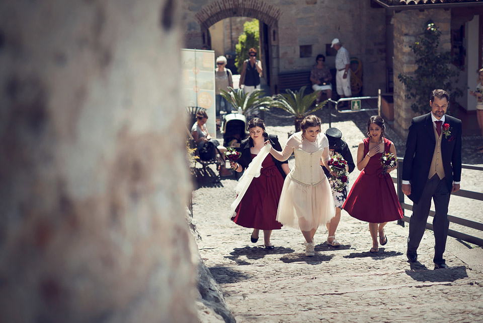 wedding at Malcesine's Castle, the bride with bridesmaids