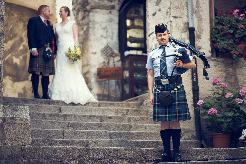 scottish piper with bride and groom
