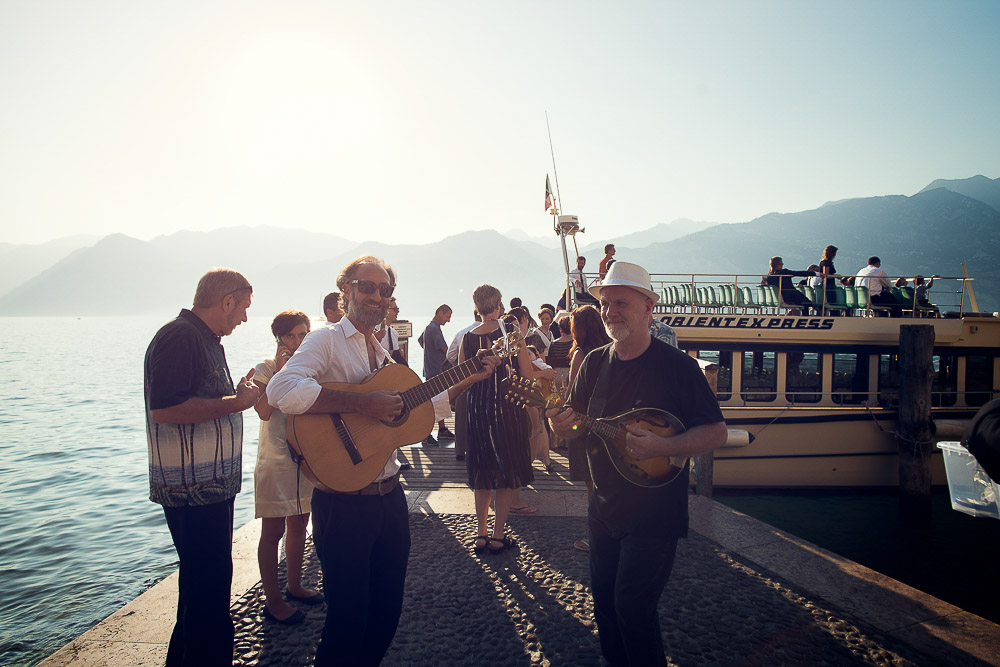 folk musicians at the harbour