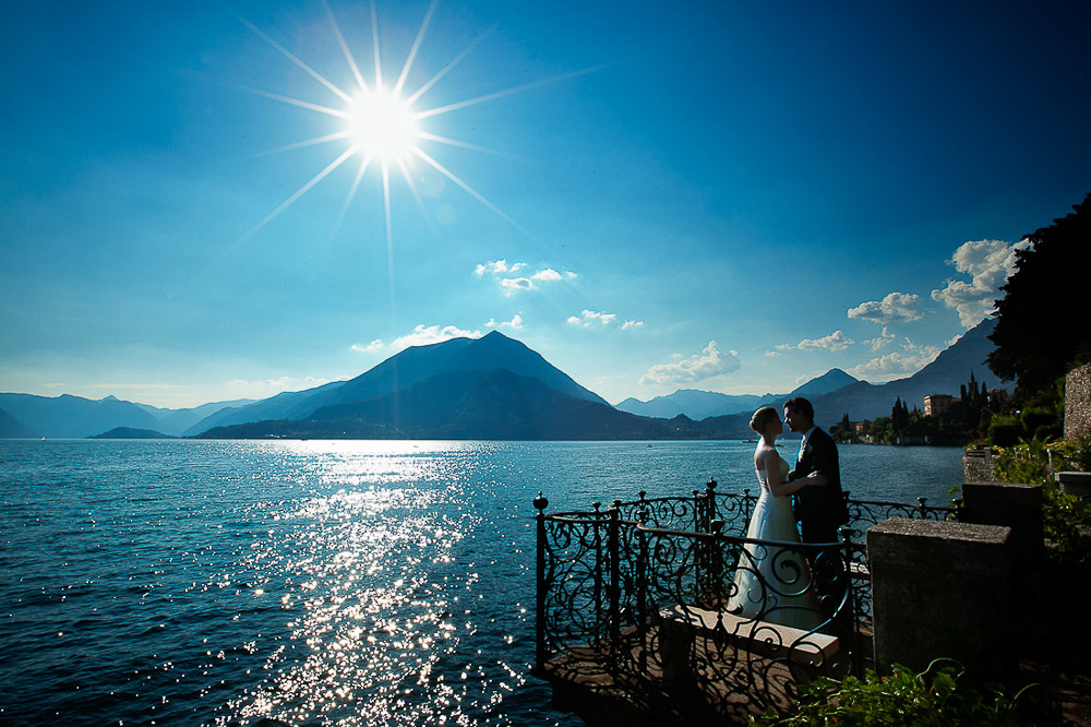 Italian wedding photographers, Lake Como wedding, a very romantic kiss by the lake