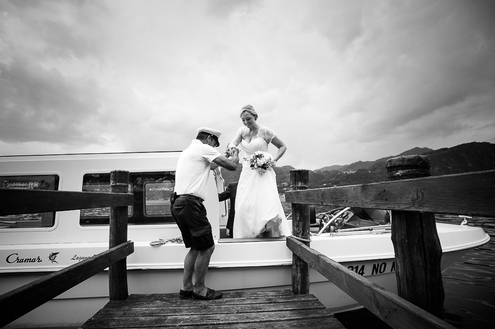 bride get out from boat