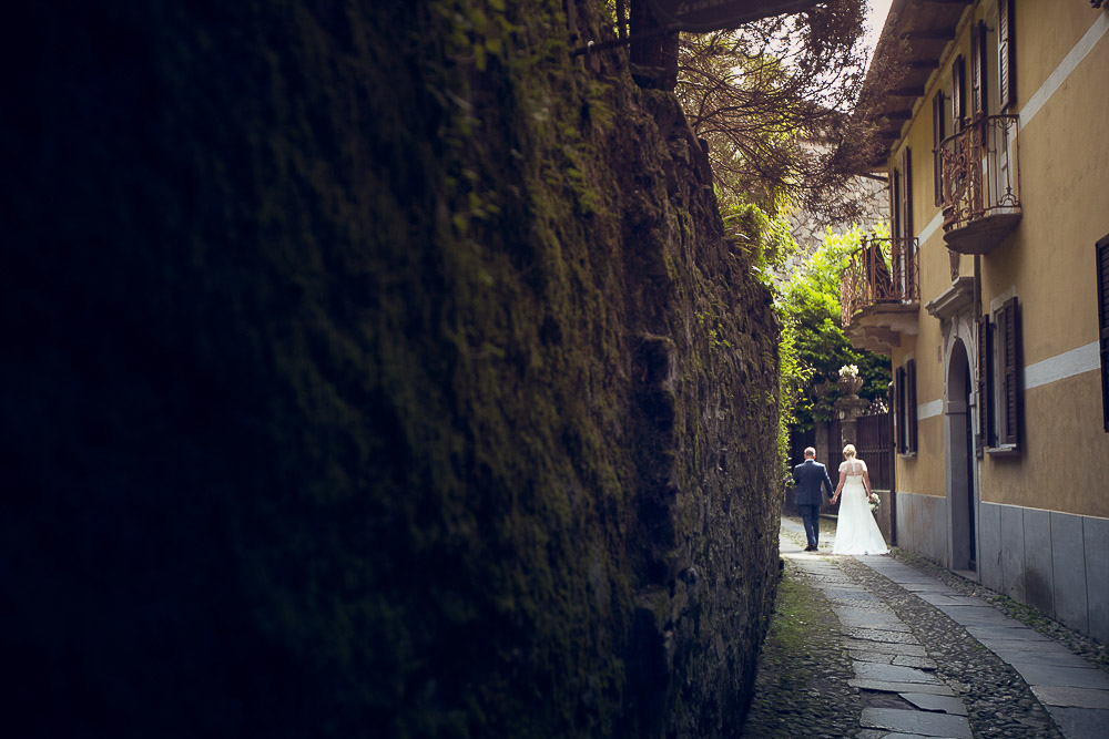 bride and groom on San Giulio Island