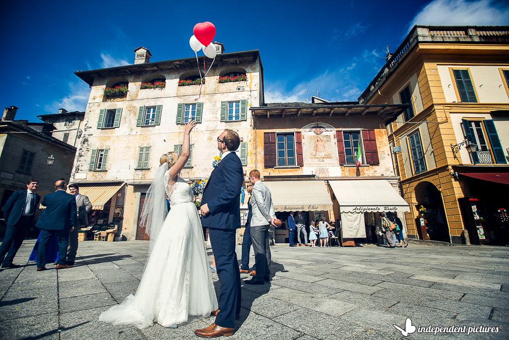 bride and groom at Orta's main square