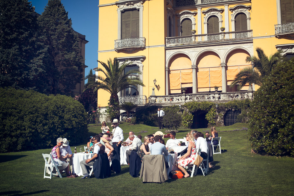 relaxed aperitif at villa Rusconi