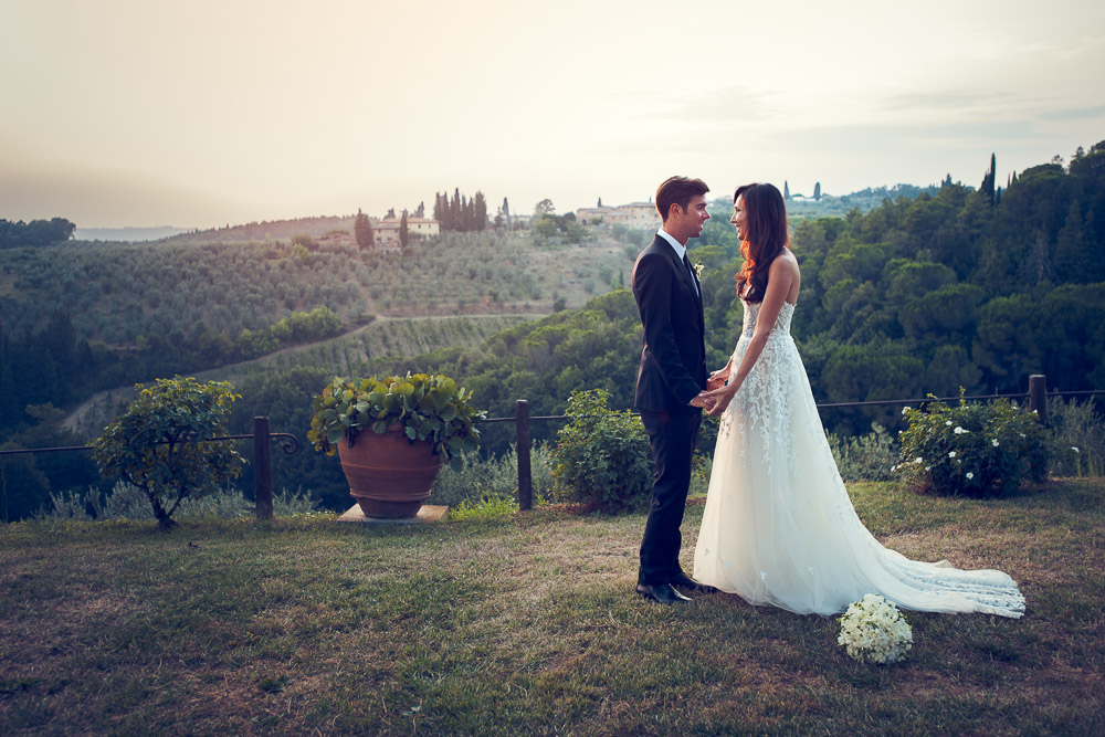 bride and groom in Tuscany