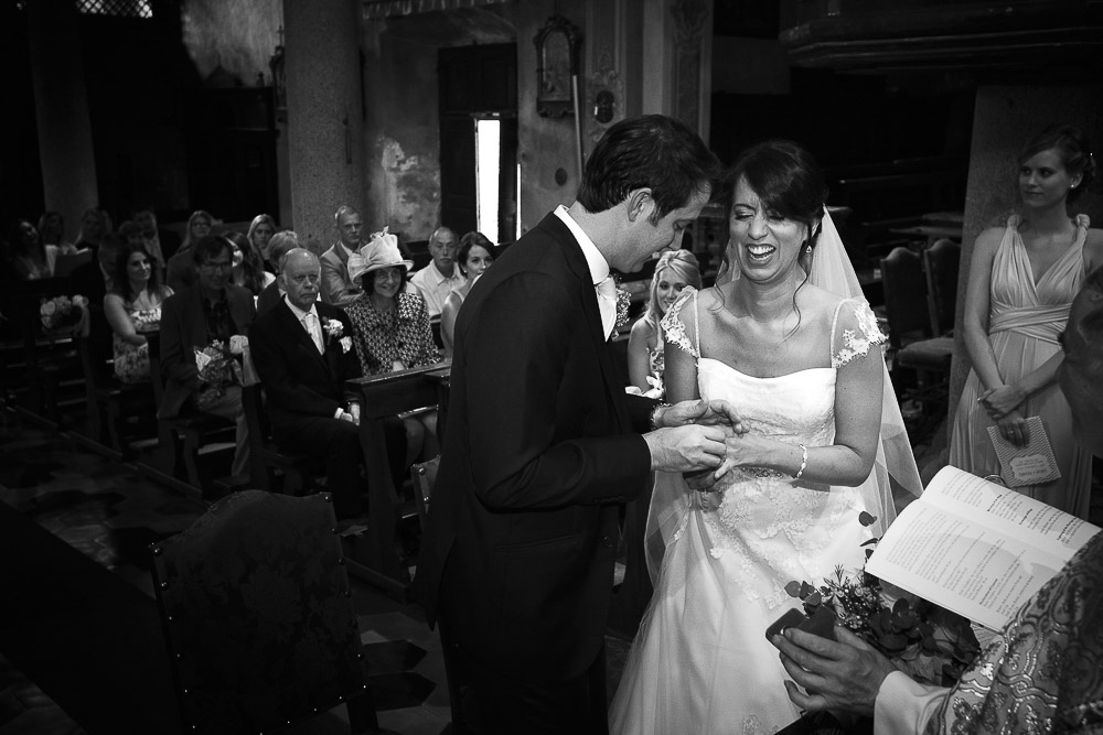 exchanging rings lake orta wedding