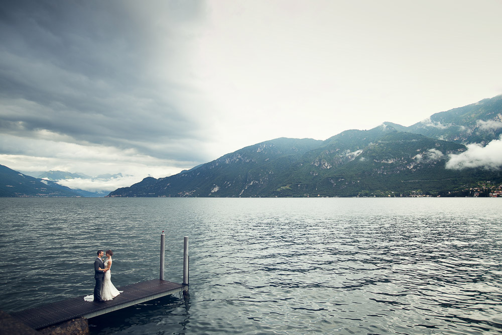 lake Como with bride and groom