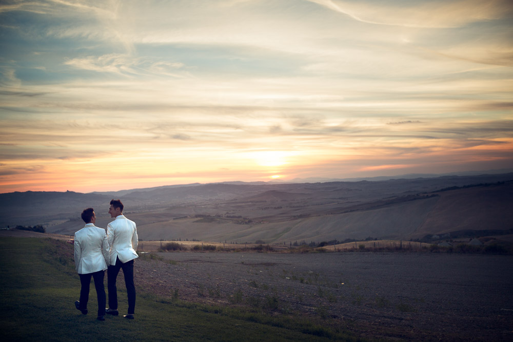 amazing sunset in tuscany with wedding couple