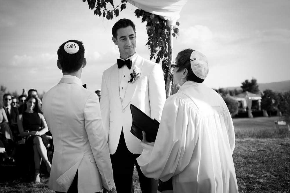 women rabbi celebrating wedding