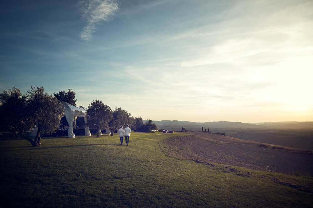 wedding couple walking on Tuscany hills