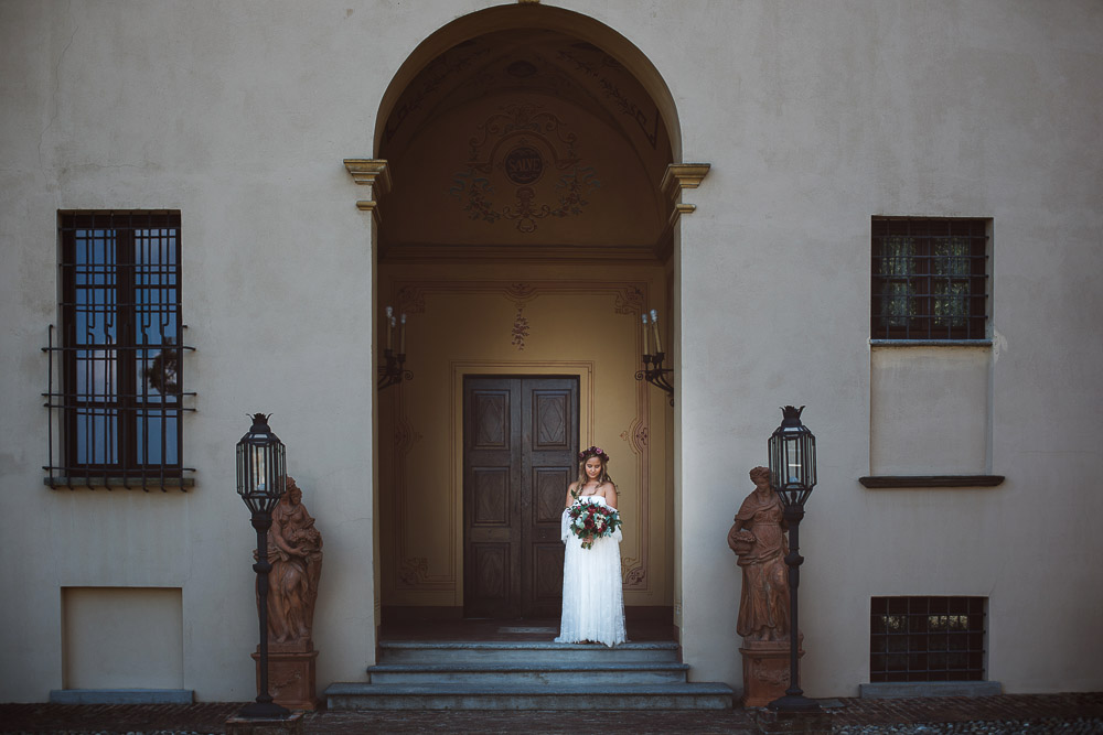 bride is getting out of the castle