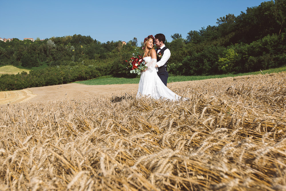 bride and groom in wheat field Italy