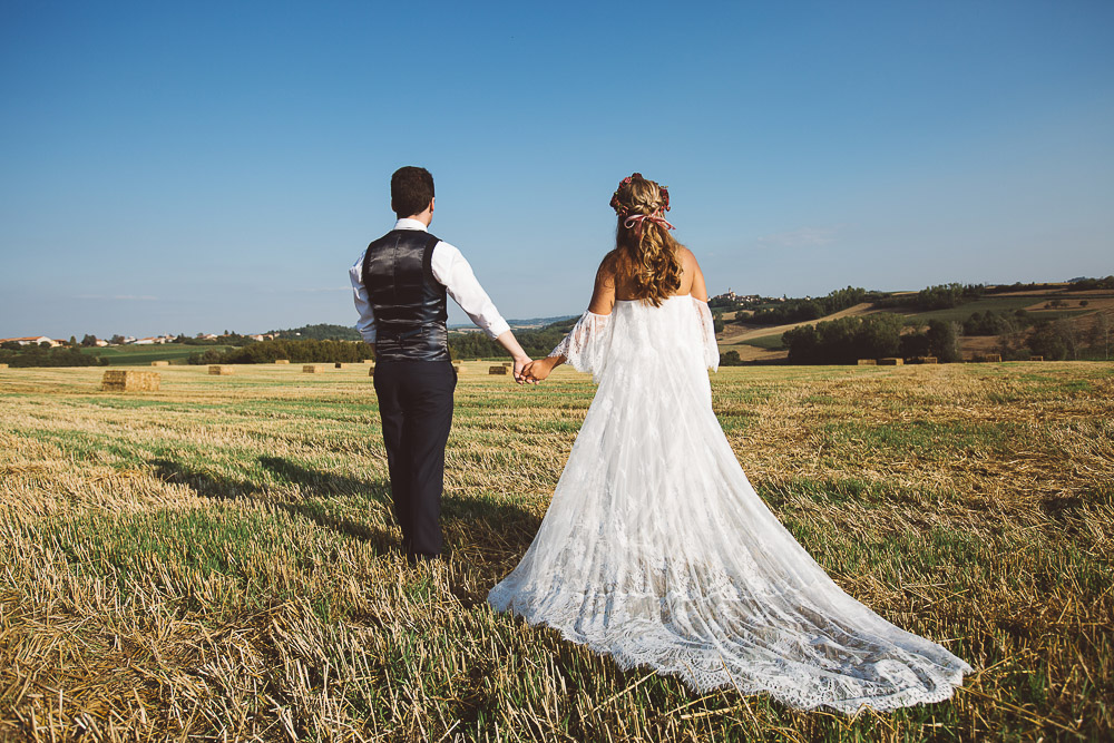 bride and groom looking at the Monferrato hills