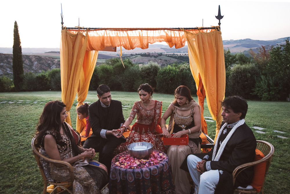 Indian wedding in Italy, the bride and her family