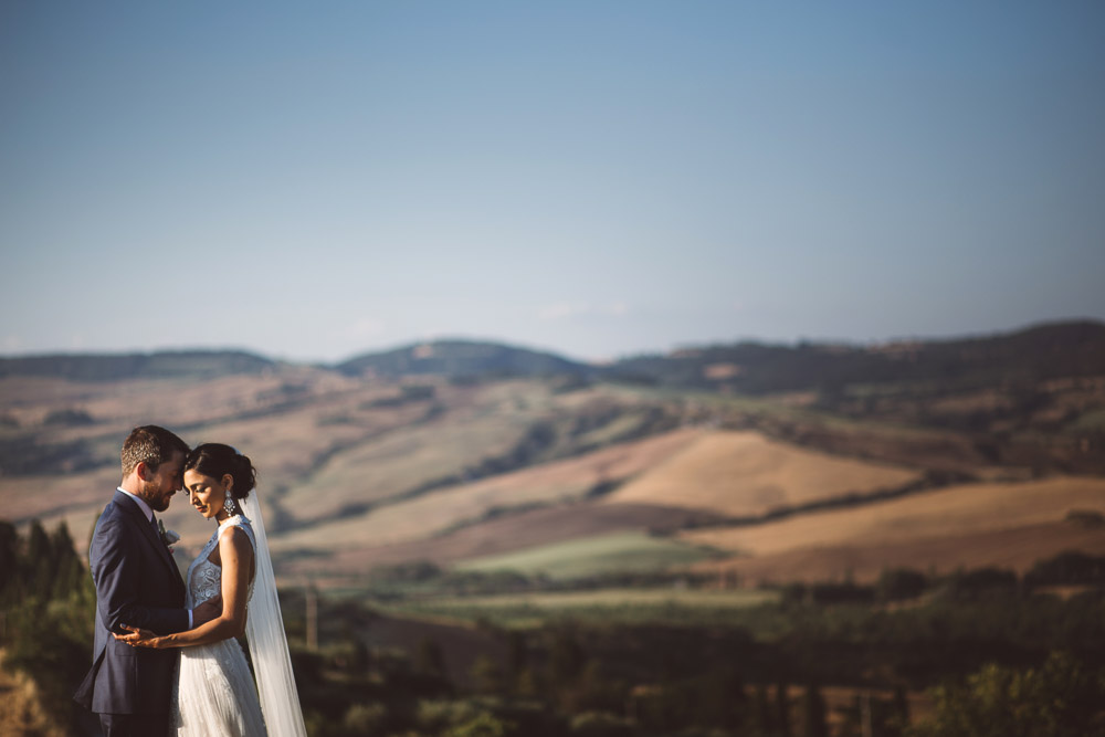 bride and groom and Tuscany hills